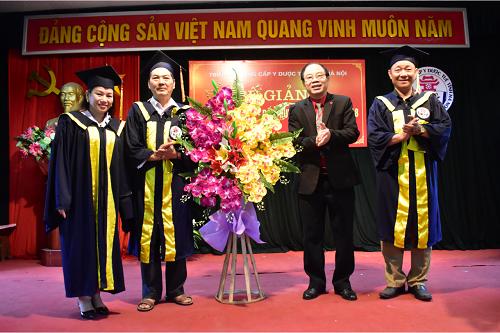 Bế giảng và trao chứng chỉ tốt nghiệp cho lớp KTV Xoa bóp – Bấm huyệt K8 – K9 năm 2018
