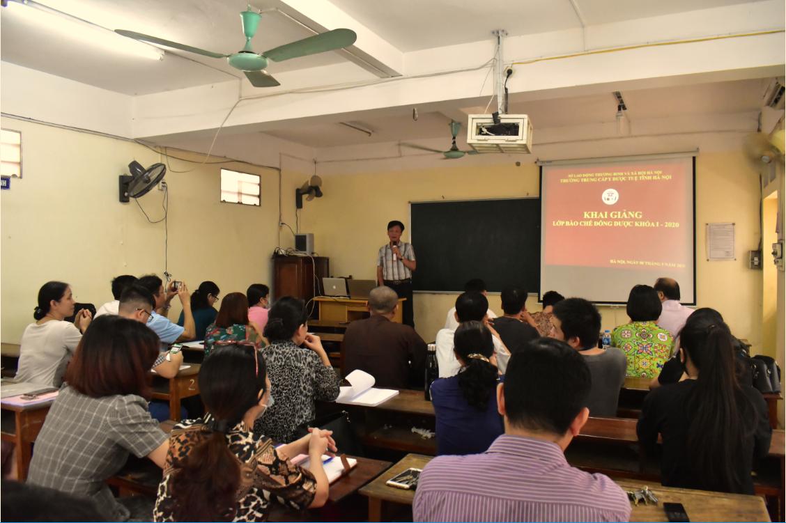 Khai giảng lớp Bào chế Đông Dược khóa I - Đông đảo học viên tham gia khóa học