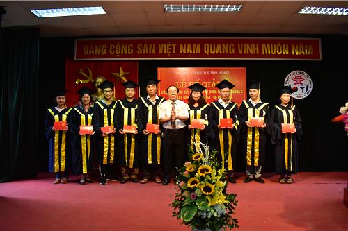 Lễ bế giảng và trao chứng chỉ tốt nghiệp cho học viên các lớp KTV Châm cứu cấy chỉ, Tác động cột sống khóa 3 và Xoa bóp bấm huyệt 5A, 6C năm 2018