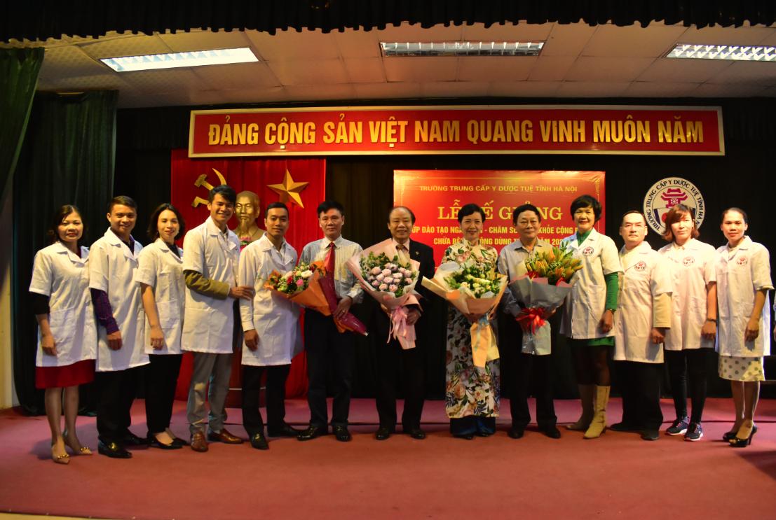Lễ bế giảng và trao chứng chỉ cho 108 học viên các lớp Chăm sóc sức khỏe cộng đồng bằng KT Xoa bóp – bấm huyệt