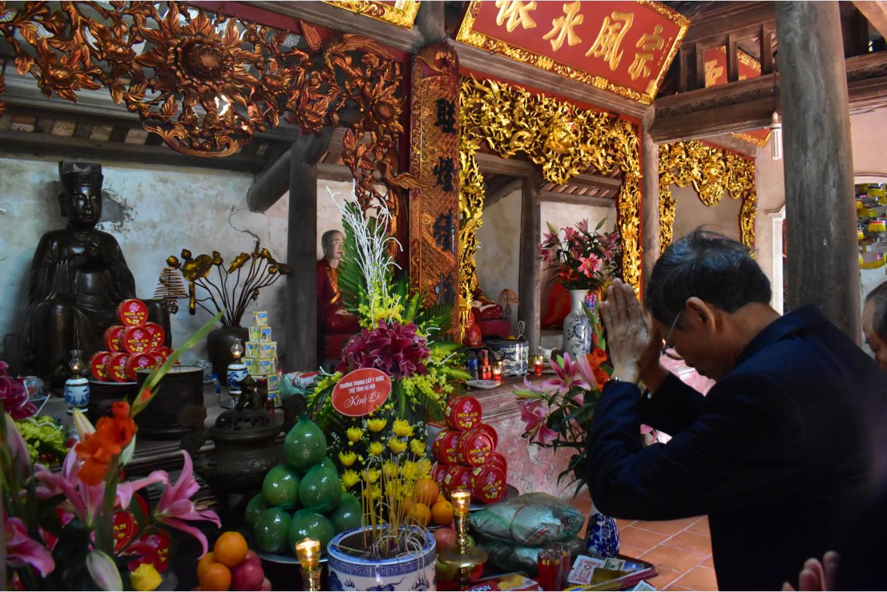 Trường TCYD Tuệ Tĩnh Hà Nội: Dâng hương tưởng niệm Đại Danh Y - Thiền sư Tuệ Tĩnh.