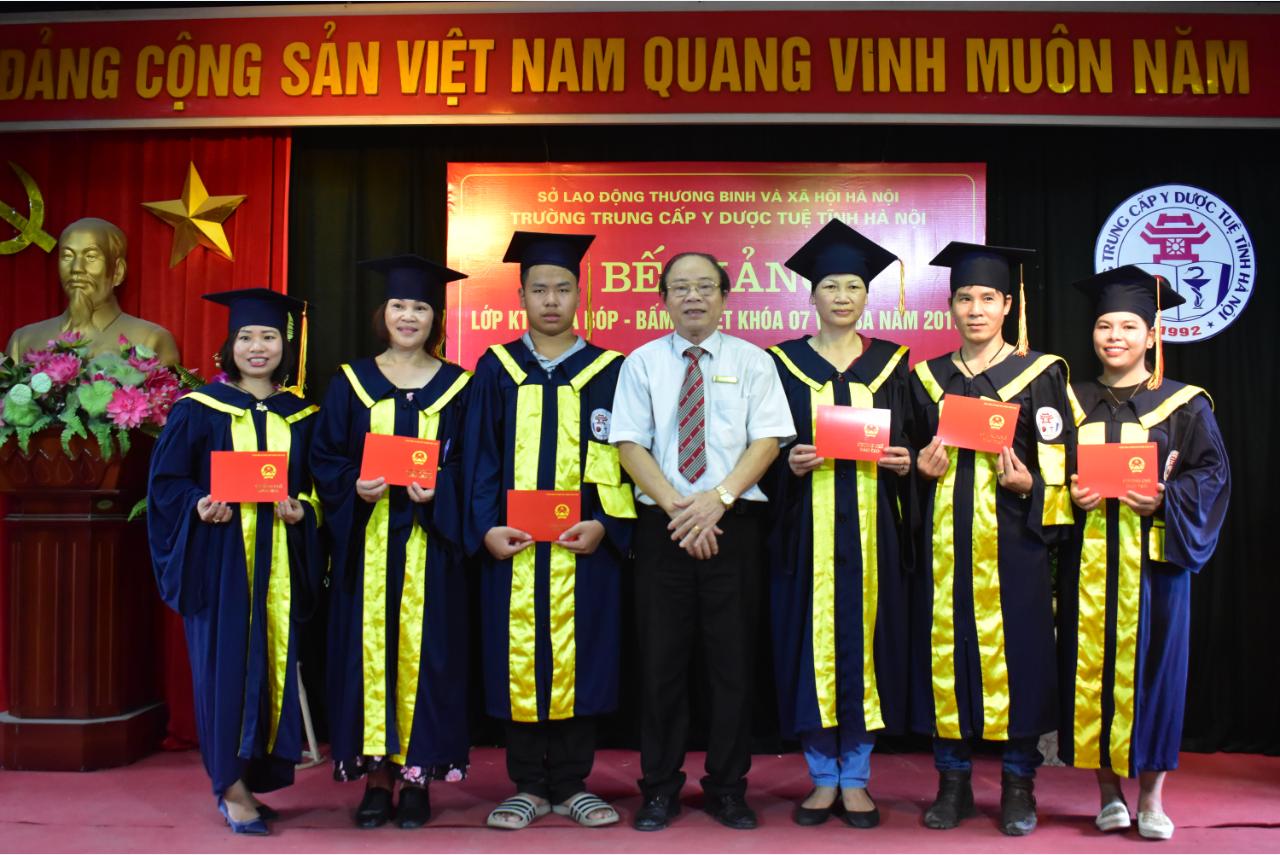 Bế giảng lớp KTV Xoa bóp - Bấm huyệt khóa 07 và 08A năm 2019