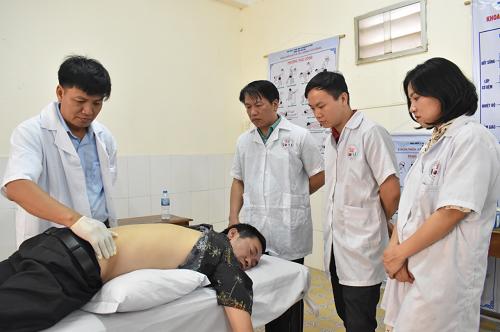 Trường Trung cấp Y dược Tuệ Tĩnh Hà Nội: lương y Nguyễn Văn Phòng khám chữa bệnh từ thiện tại phòng Chẩn trị Đông Y