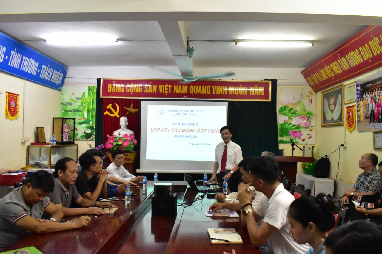 Lễ khai giảng Lớp Chăm sóc sức khỏe cộng đồng bằng KT Tác động cột sống K03 năm 2020