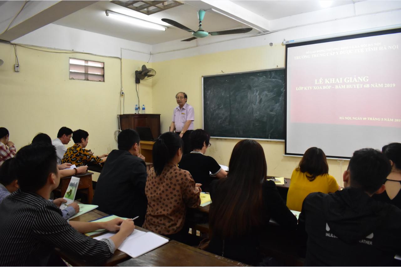 Khai giảng Lớp KTV Xoa bóp – Bấm huyệt 6B năm 2019