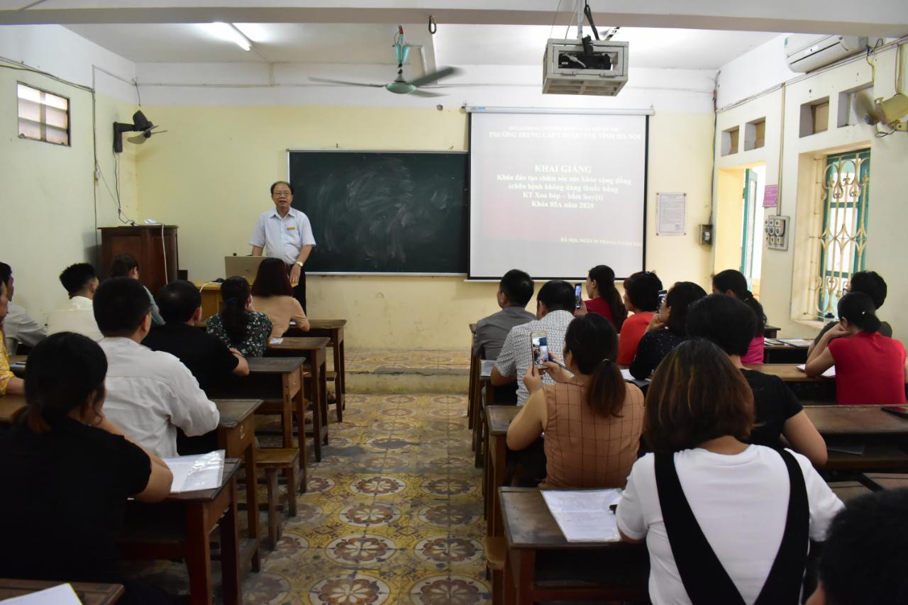 Lễ khai giảng Khóa đào tạo chăm sóc sức khỏe cộng đồng bằng KT Xoa bóp - bấm huyệt K05A năm 2020