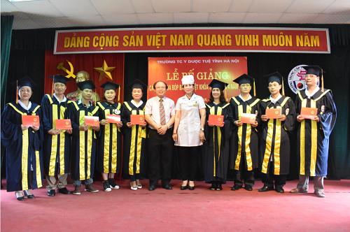 Lễ bế giảng và trao Chứng chỉ tốt nghiệp cho các học viên lớp Xoa bóp – Bấm huyệt khóa 3 và khóa 4 năm 2018