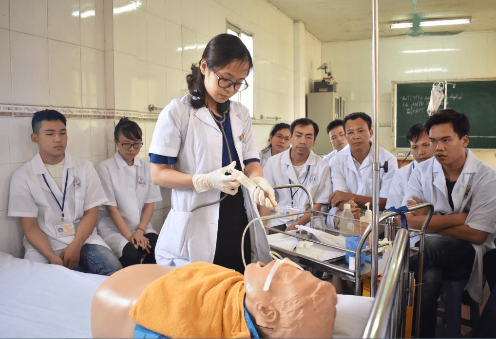 Thiếu hụt nhân lực ngành điều dưỡng
