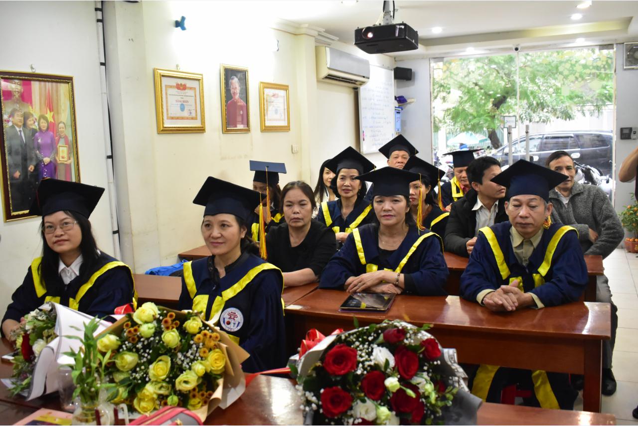 Bế giảng và trao chứng chỉ tốt nghiệp cho lớp KTV Xoa bóp – Bấm huyệt K12C năm 2018
