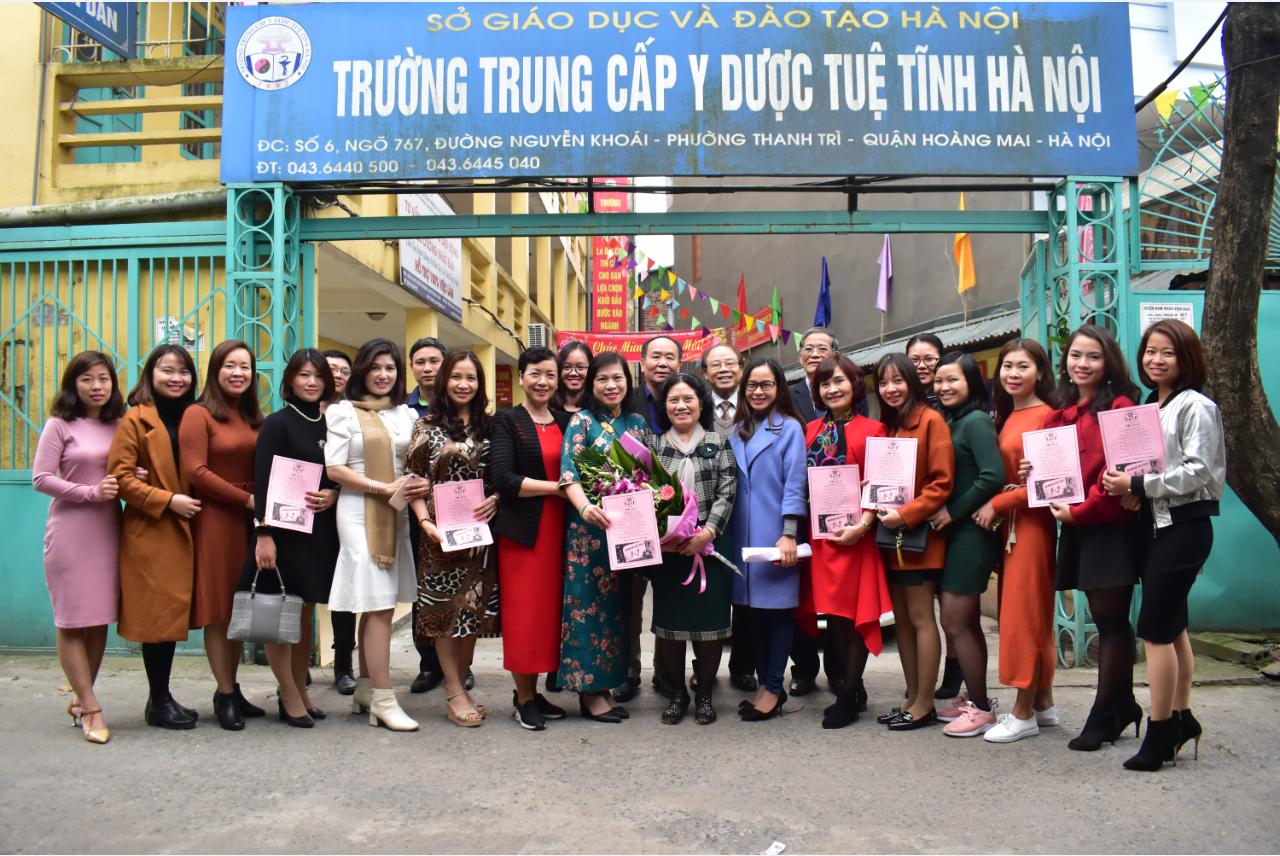 Trường TCYD Tuệ Tĩnh Hà Nội: Chào mừng 109 năm Ngày Quốc tế Phụ nữ (8/3).