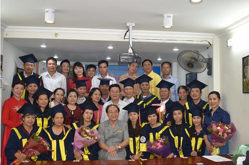 Lễ bế giảng lớp Tác động cột sống và  lớp Xoa bóp bấm huyệt khóa 9