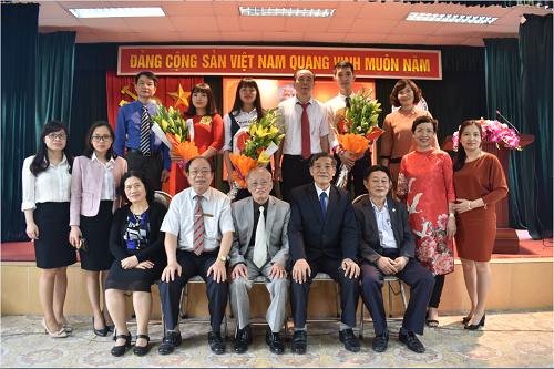 Trường Trung cấp Y dược Tuệ Tĩnh Hà Nội tổ chức lễ kết nạp Đản viên.