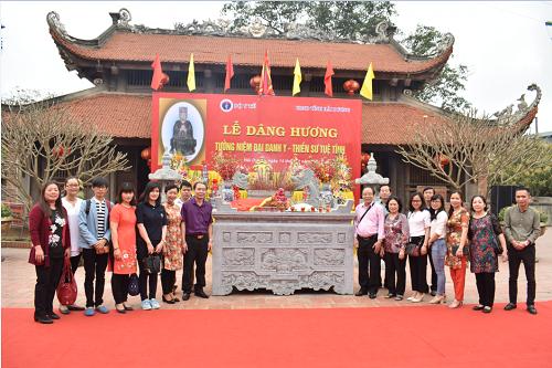 Dâng hương tưởng niệm Đại Danh Y - Thiền sư Tuệ Tĩnh.
