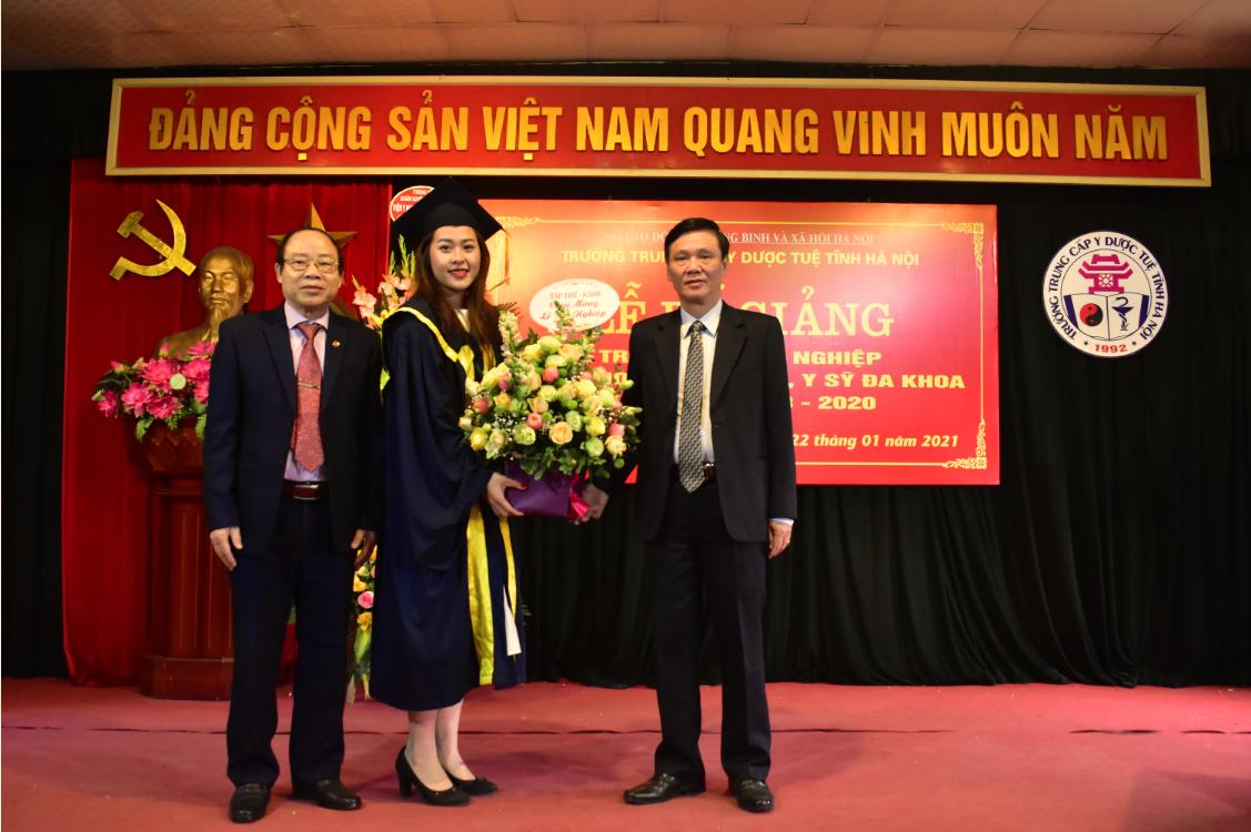 Bế giảng và trao bằng tốt nghiệp Y sĩ YHCT, Y sĩ Đa khoa khóa 2018 - 2020
