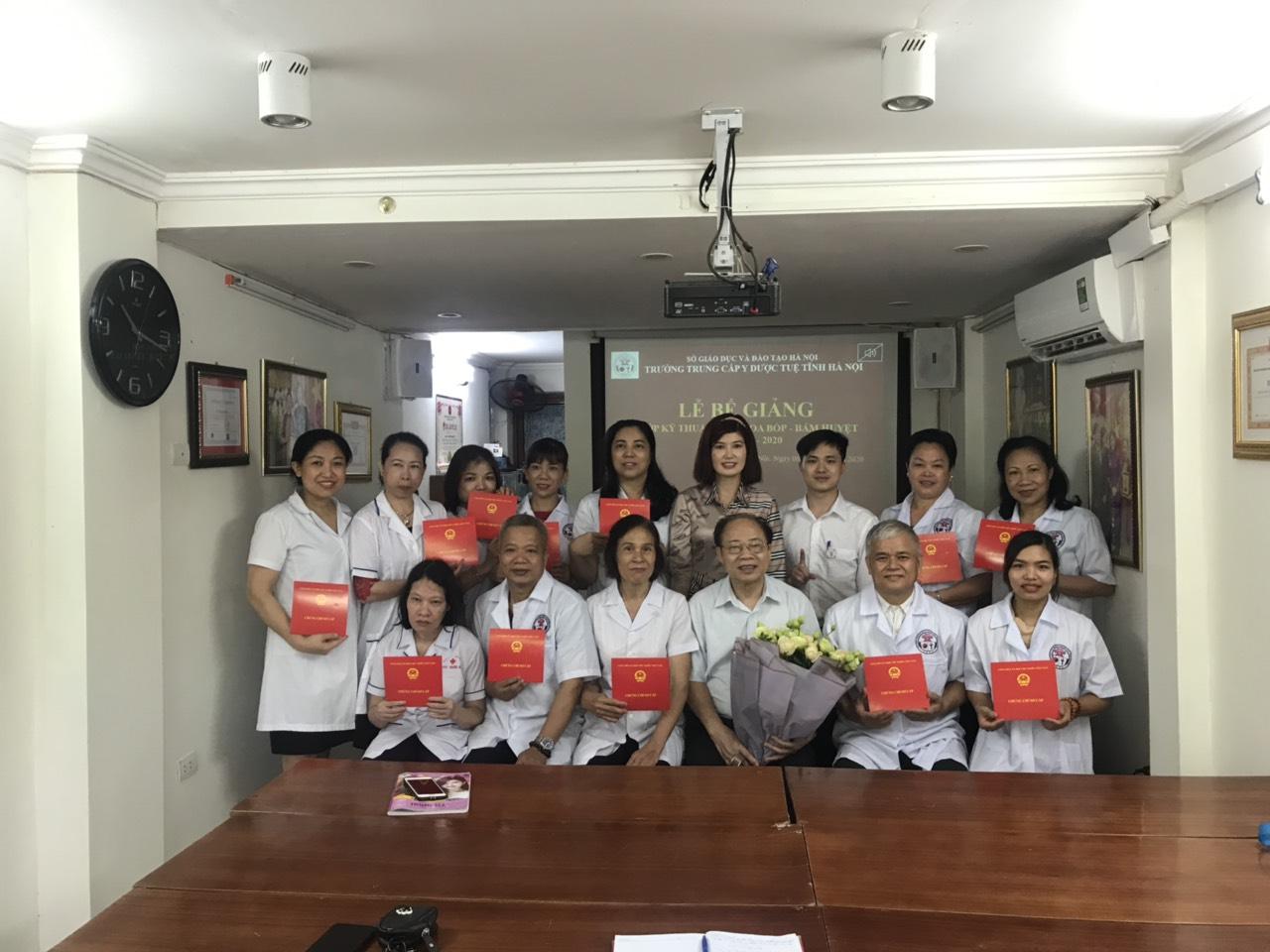 Bế giảng lớp KTV Xoa bóp - Bấm huyệt khóa 01C năm 2020