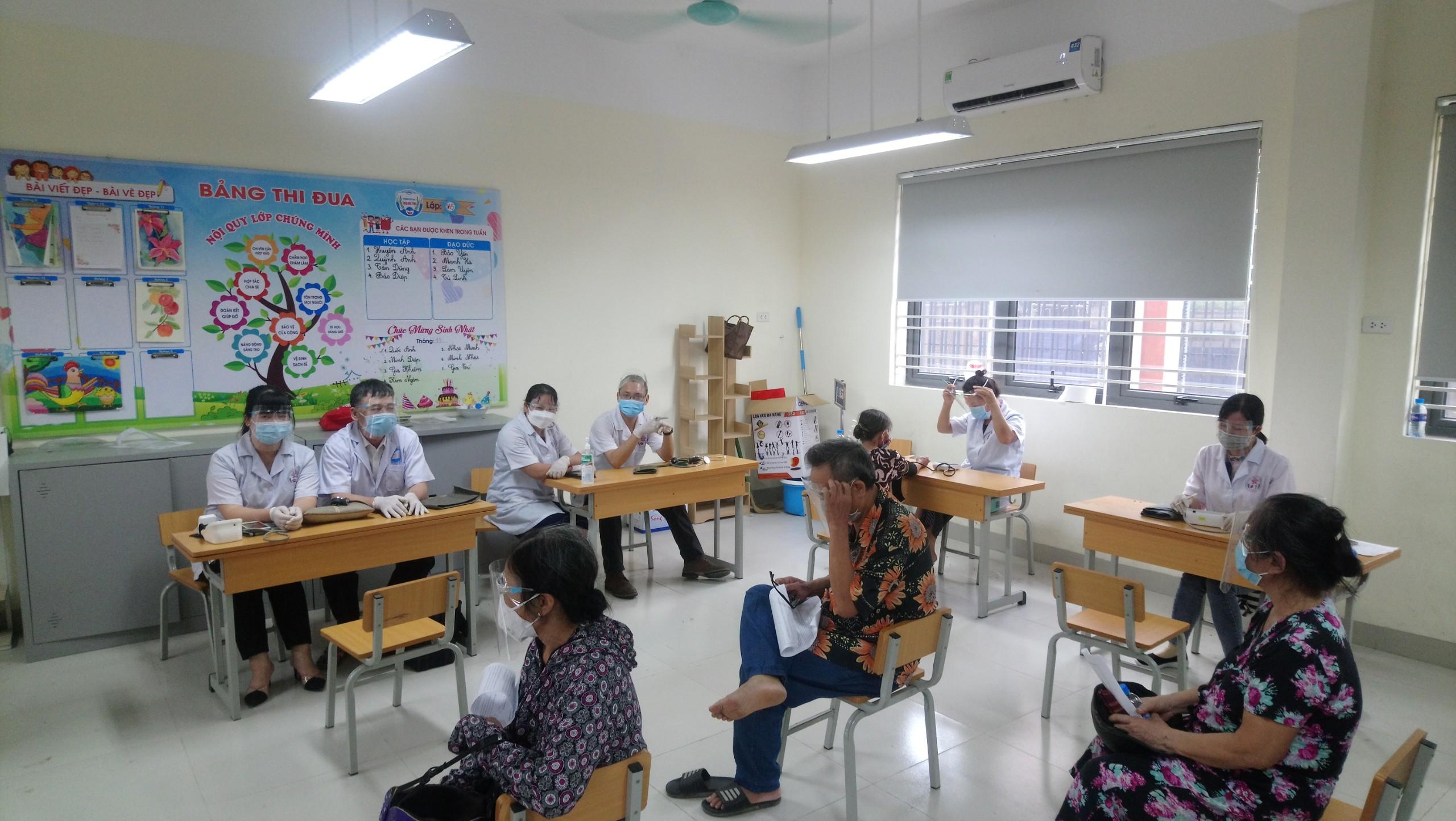 Trường Trung cấp Y Dược Tuệ Tĩnh  Hà Nội hỗ trợ chiến dịch tiêm chủng Quận Hoàng Mai
